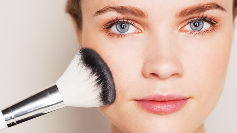 7 Major Drawbacks of Daily Sprucing up Your Face with Makeup