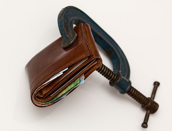 Debt settlement reviews – Why is it helpful for you